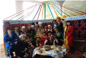 Празднование Наурыза на историческом факультете. Студенты группы ИО-21, ИО-31, МДОП -34. 2008 год