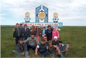 Студенты исторического факультета на этнографической практике вместе с руководителем М.С. Жакиным, июнь 2007 год