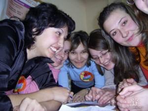 Студенты специальности ПиМНО 2004 года выпуска на творческом экзамене по Педагогическому мастерству. Выполняют групповое задание