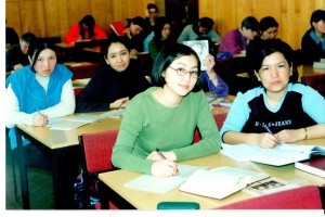 Студенты специальности психология в библиотеке 2000 г