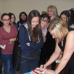 Студенты-факультета-на-встрече-с-немецкой-писательницей-Уте-Краузе-2012