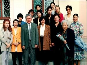 Студенты 2000 г. выпуска с преподавателями и ректором Ж. Акылбаевым